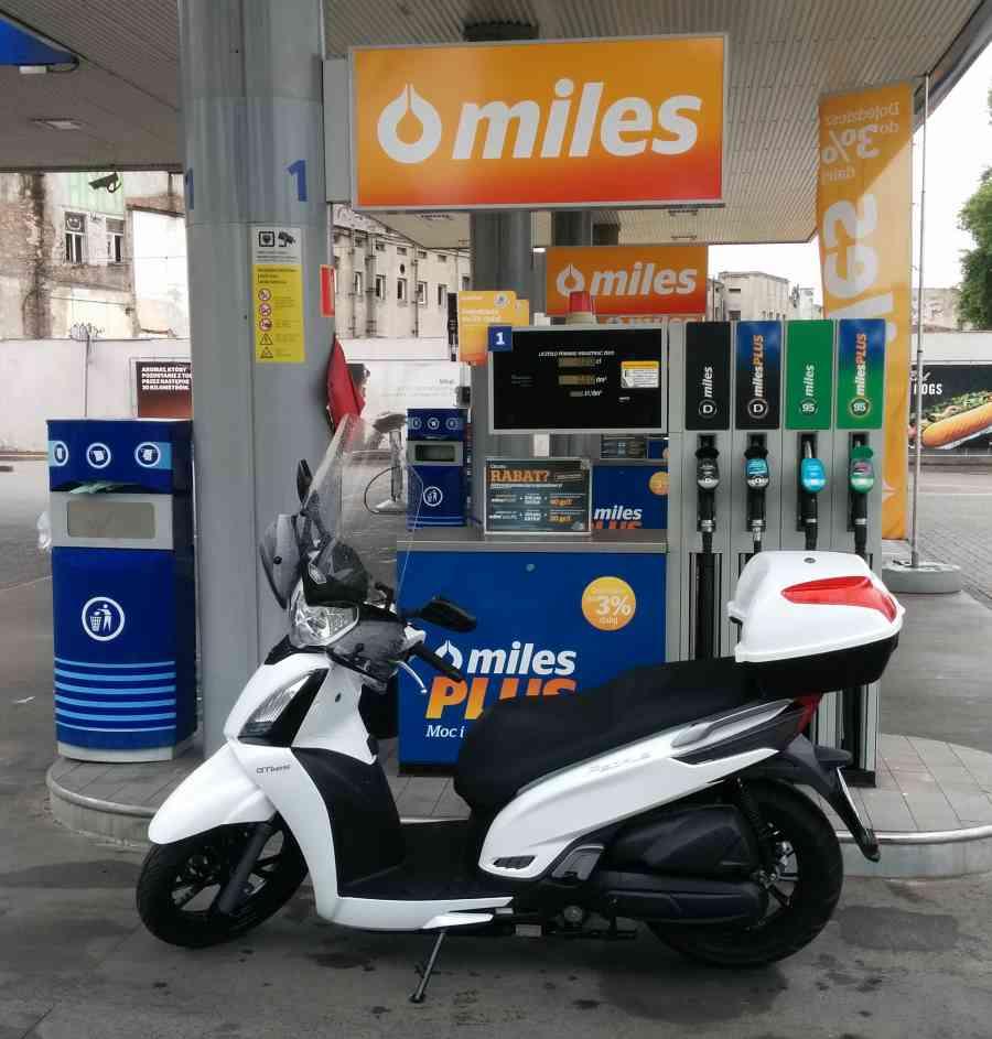Tankowanie skutera – gdzie tankować, co tankować, jak tankować?